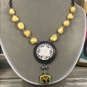 ⭐️Adorned Crown carved shell yellow pearl necklace